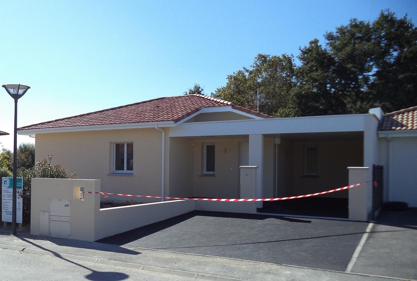 Maison brique avec toiture terrasse